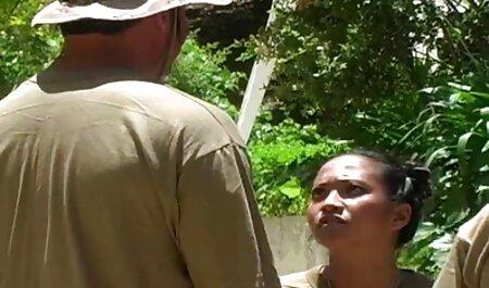 युवा फूहड़ हस्तमैथुन से फुल सेक्सी वीडियो फिल्म पहले उसकी योनी को हिलाता है