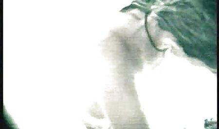 गोल्डी अपनी कच्ची छोटी सी चूत और नंगी चूचियों सेक्सी वीडियो हिंदी मूवी एचडी को रगड़ती है