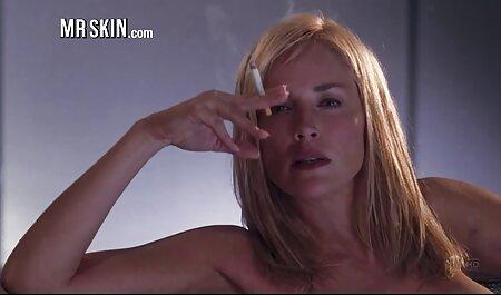 इस सेक्सी वीडियो हिंदी मूवी एचडी बड़े कड़क लंड के गोले को गहरा निगल